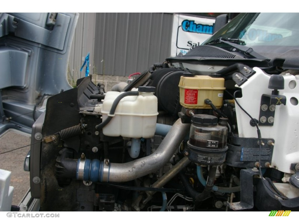 2004 C Series Kodiak C4500 Regular Cab Commercial Truck - Summit White / Gray photo #19