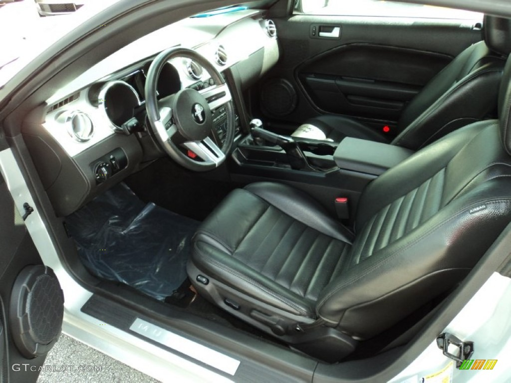Dark Charcoal Interior 2006 Ford Mustang GT Premium Coupe Photo #52369207