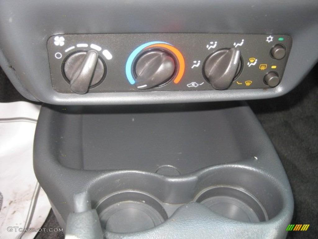 2003 Chevrolet Cavalier LS Coupe Controls Photo #52402983
