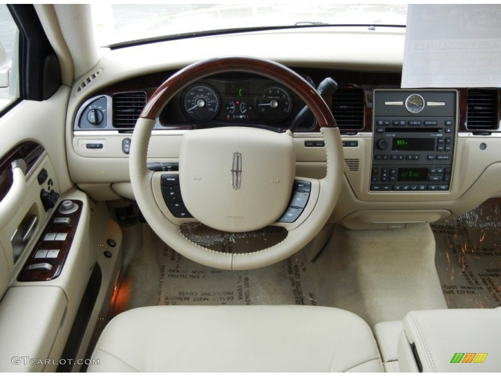 2011 lincoln town car signature limited light camel dashboard photo 52462034. Black Bedroom Furniture Sets. Home Design Ideas