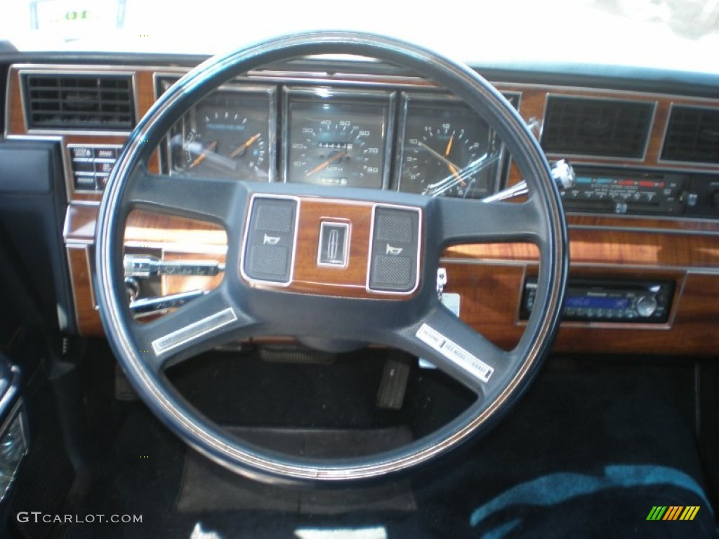 Interior 55002415 additionally Steering 20Wheel 52482287 as well 2002 Cadillac Deville Pictures C1478 pi36371568 furthermore 1964 Lincoln Continental Pictures C13580 pi36346446 together with Le Sapin A Des Boules La Ford Taurus De La Famille Griswold. on 1988 lincoln town car