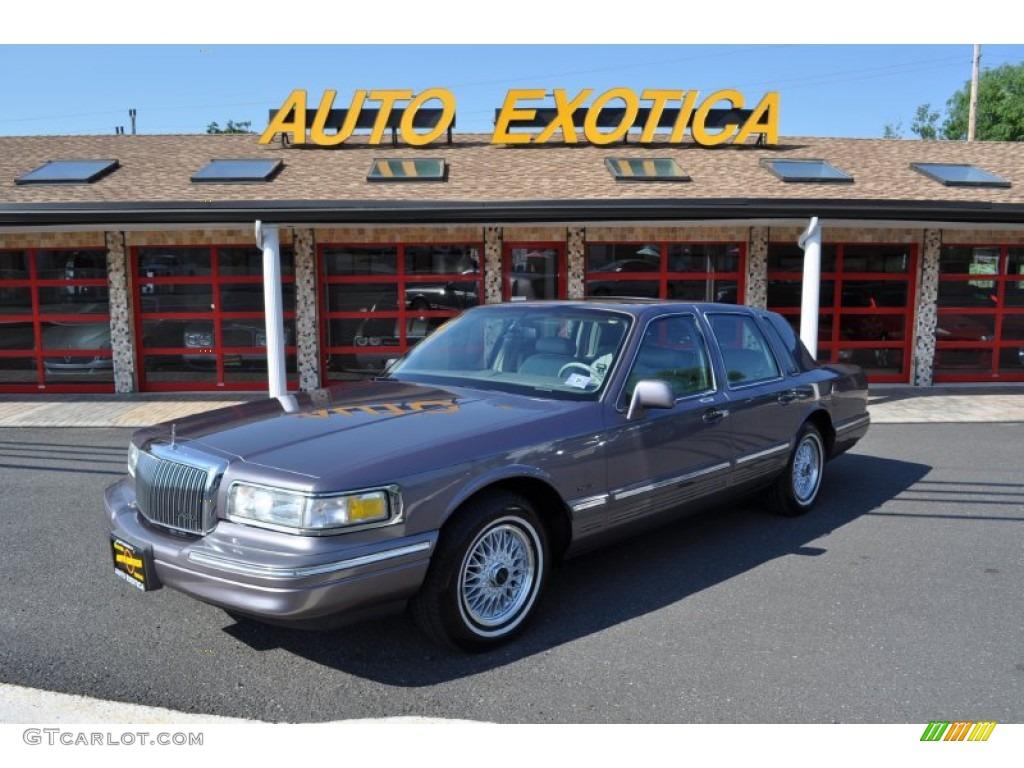 1995 Medium Graphite Metallic Lincoln Town Car Signature