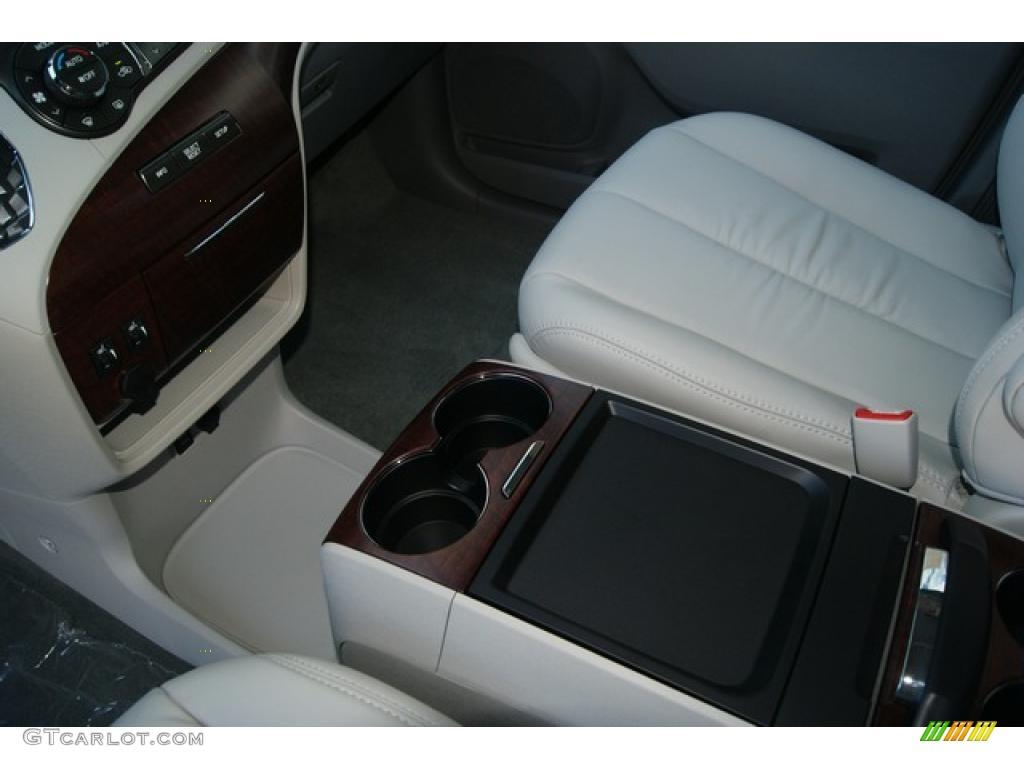 2011 Sienna XLE AWD - Silver Sky Metallic / Light Gray photo #6