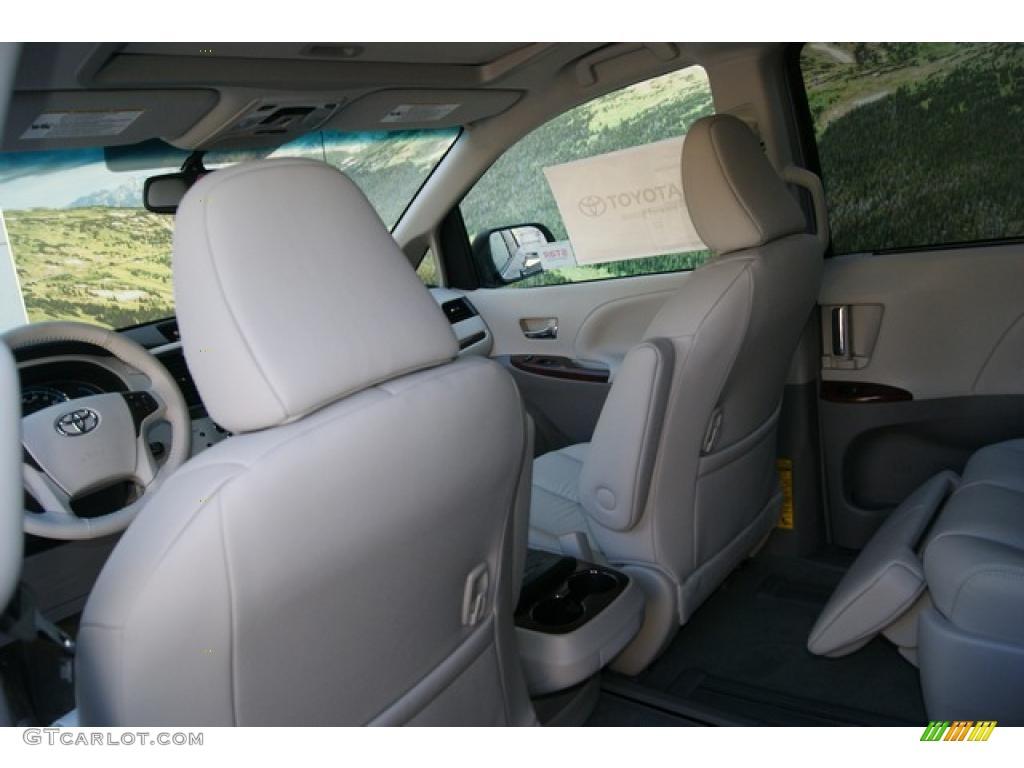 2011 Sienna XLE AWD - Silver Sky Metallic / Light Gray photo #7