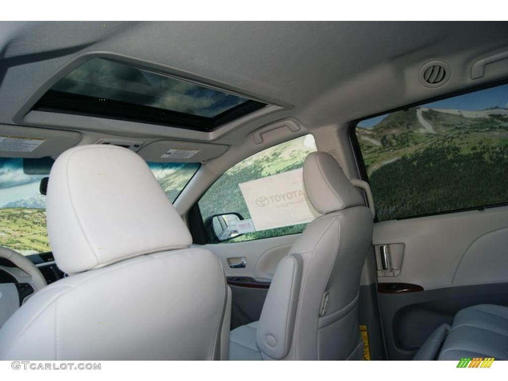 2011 Sienna XLE AWD - Silver Sky Metallic / Light Gray photo #8