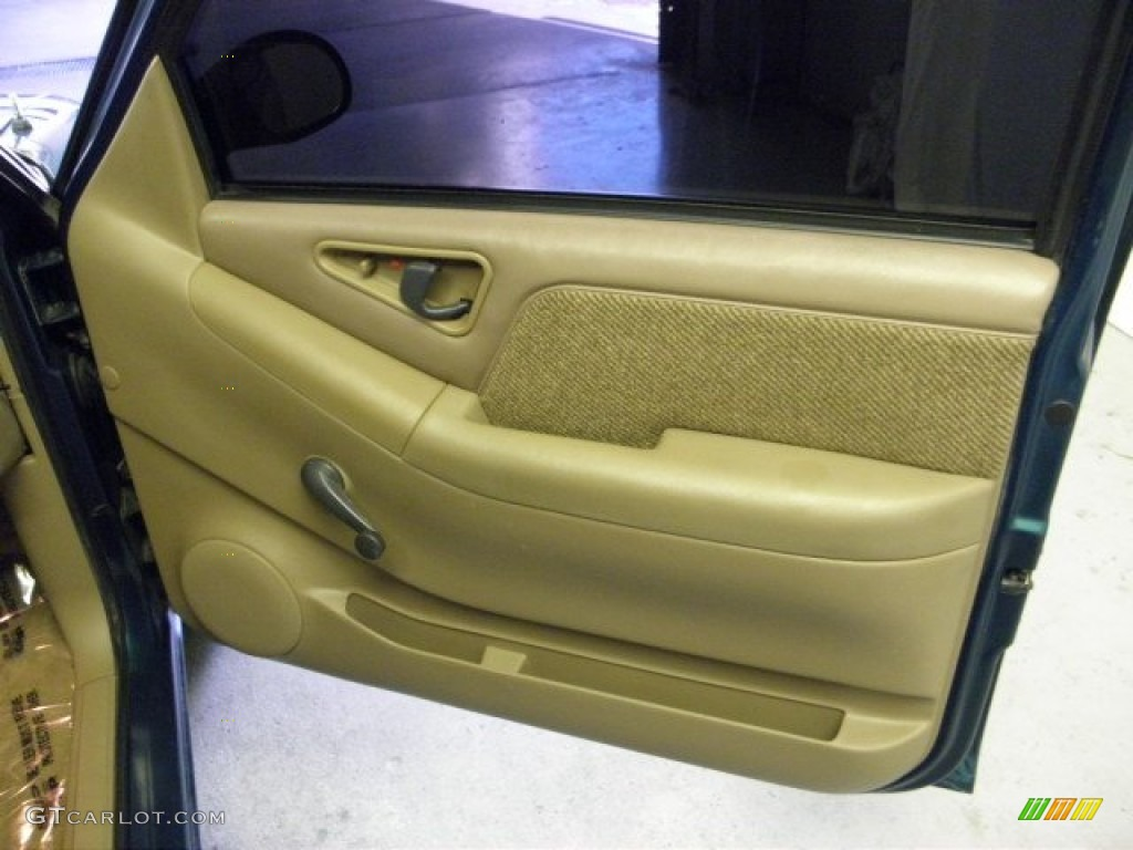 1997 Chevrolet S10 Ls Extended Cab Beige Door Panel Photo 52911561