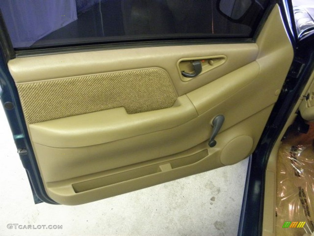 1997 Chevrolet S10 Ls Extended Cab Beige Door Panel Photo 52911639