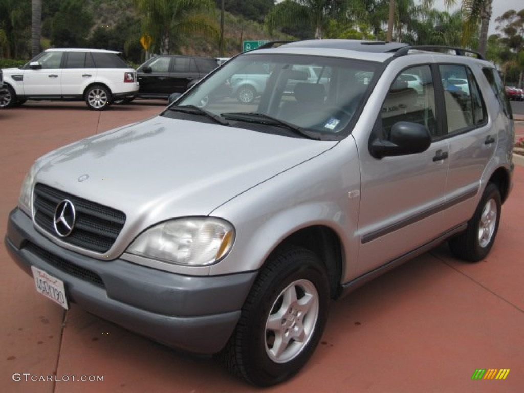 1999 brilliant silver metallic mercedes benz ml 320 4matic for Mercedes benz 1999 ml320