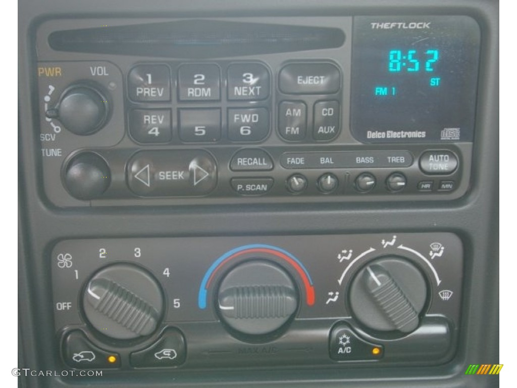 2002 Chevrolet Silverado 1500 LS Regular Cab 4x4 Audio System Photo #53352139