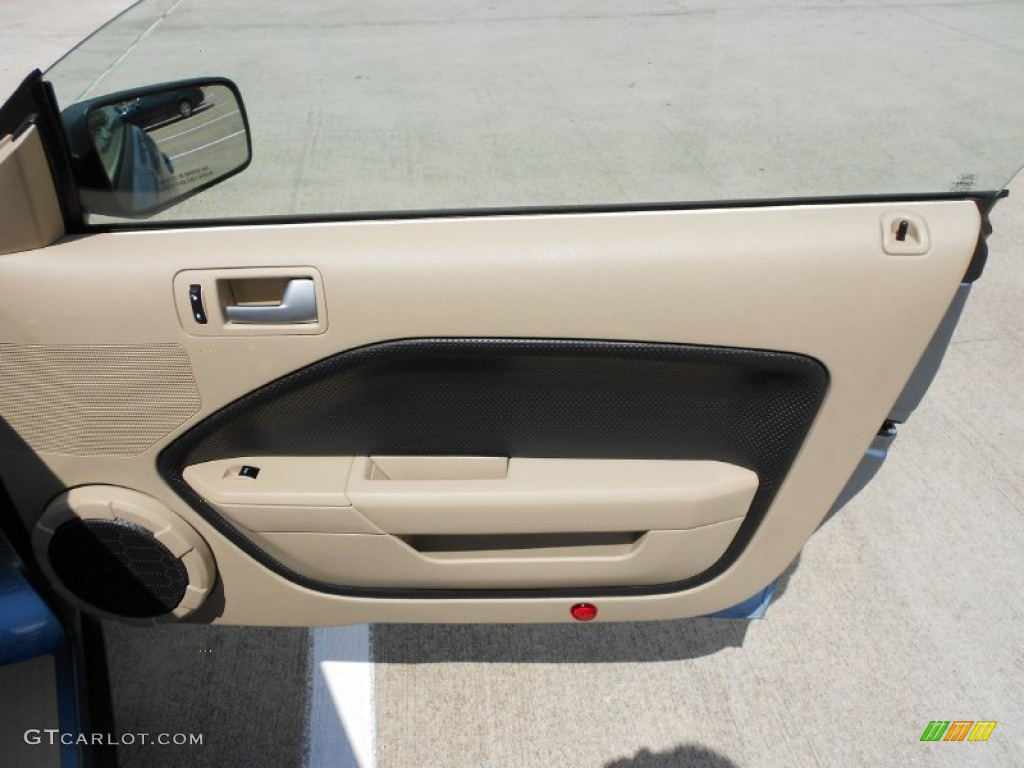 2006 Ford Mustang V6 Premium Coupe Light Parchment Door Panel Photo #53384210