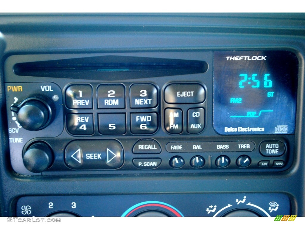 2002 Chevrolet Silverado 1500 LS Extended Cab 4x4 Audio System Photo #53401652