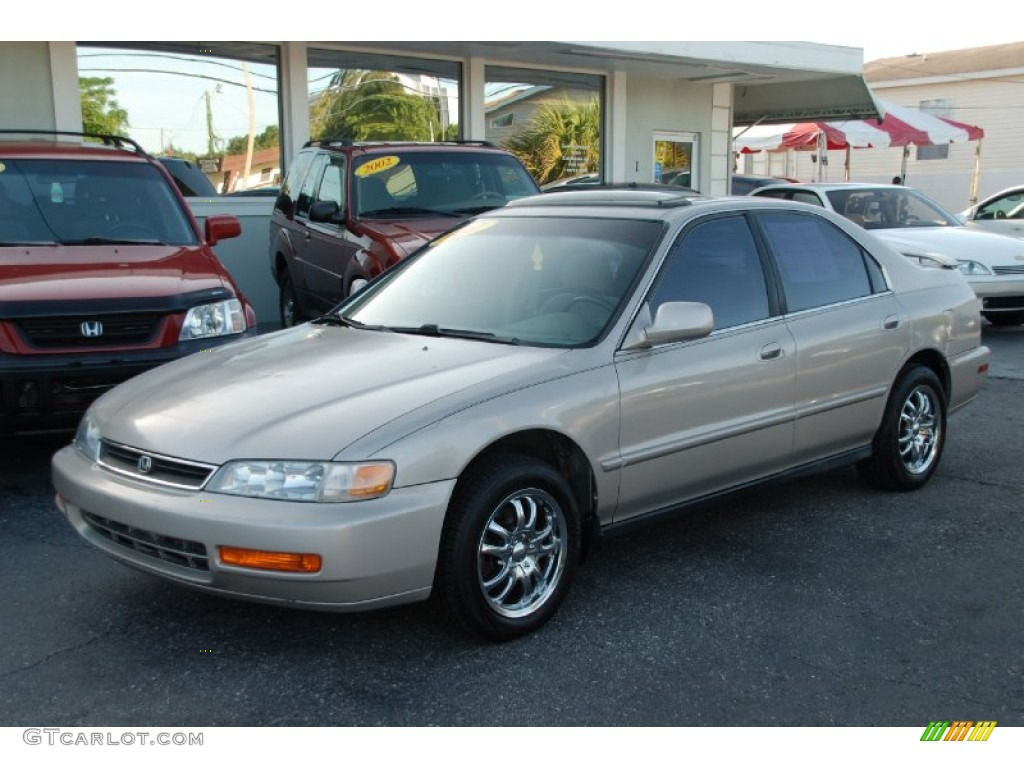 1997 Honda Accord SE Sedan Custom Wheels Photo #53512012