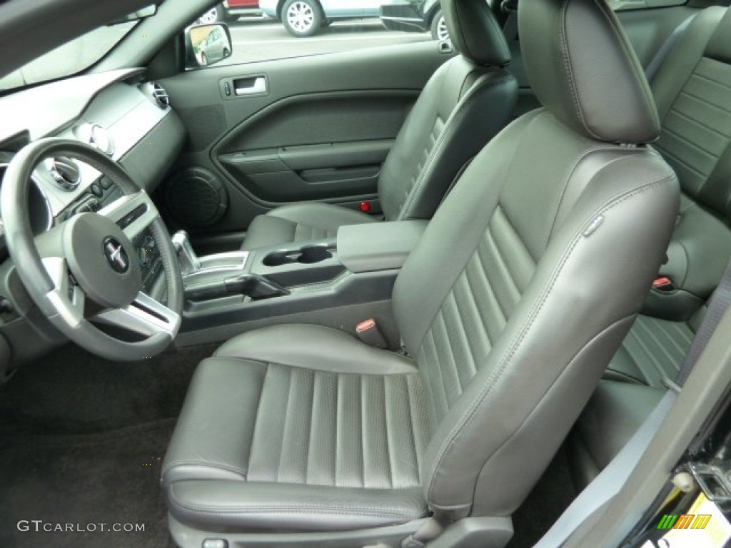 Dark Charcoal Interior 2006 Ford Mustang GT Premium Coupe Photo #53634474