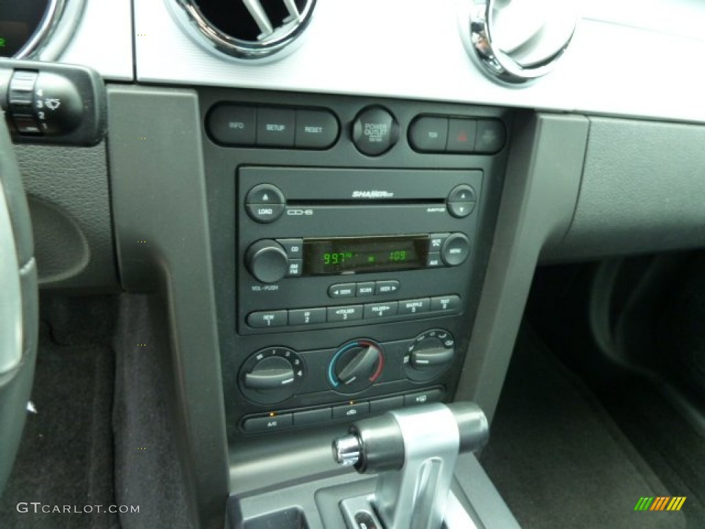 2006 Ford Mustang GT Premium Coupe Audio System Photo #53634524