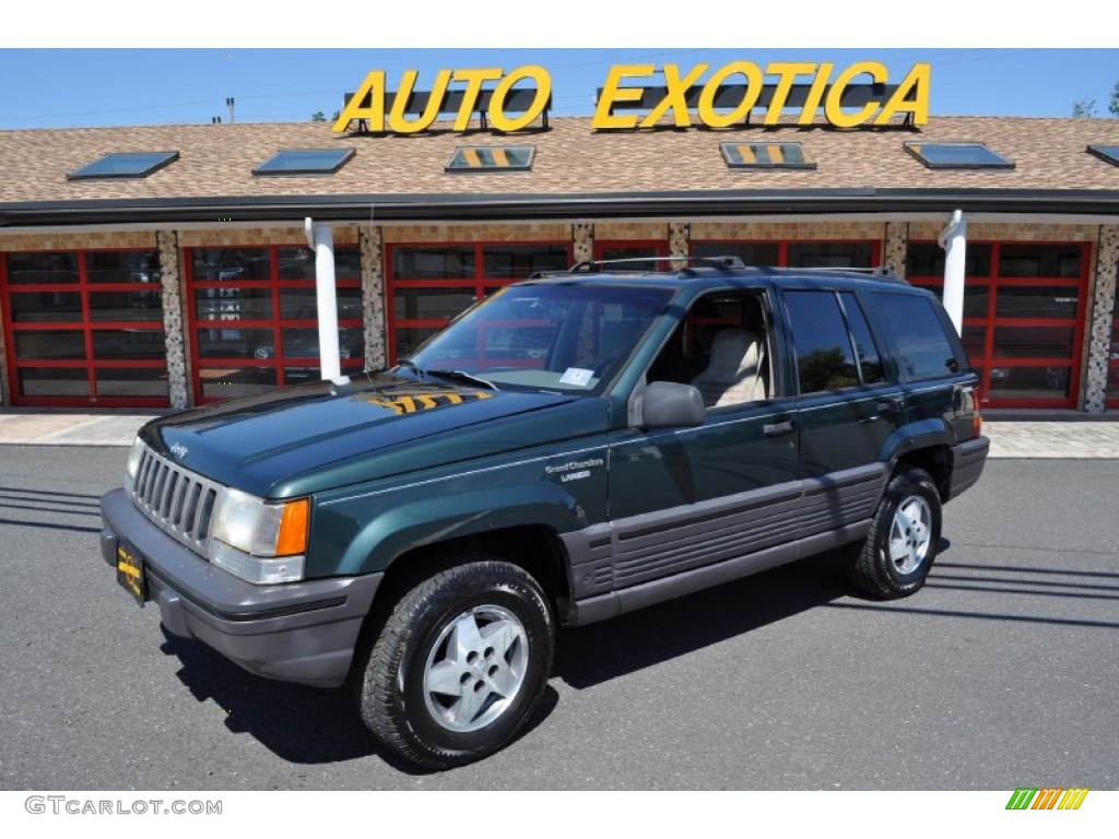 1994 Grand Cherokee Laredo 4x4 - Everglade Green Pearl / Taupe photo #1