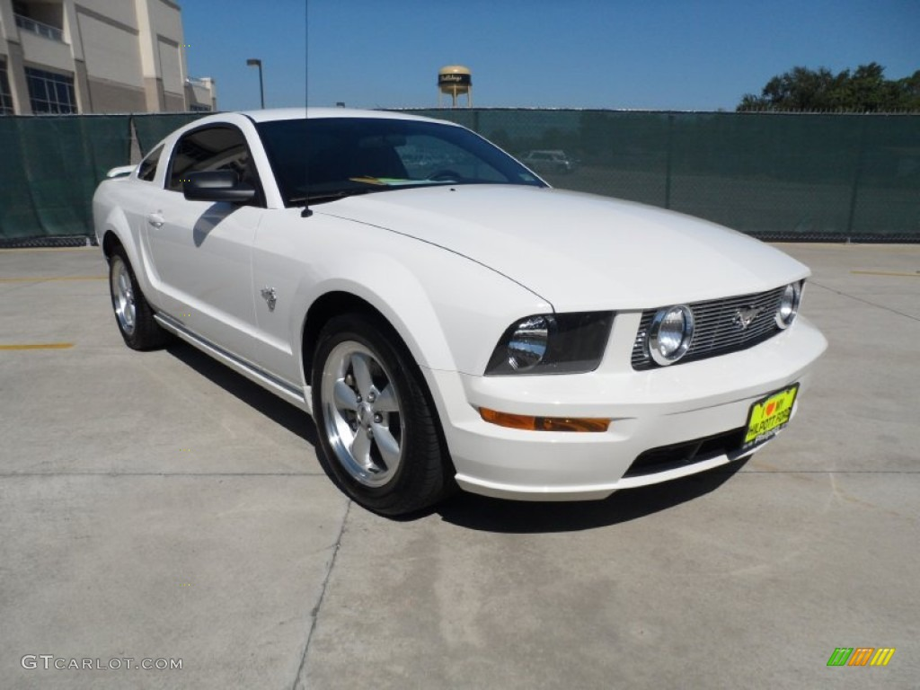 2009 performance white ford mustang gt coupe 53671530. Black Bedroom Furniture Sets. Home Design Ideas