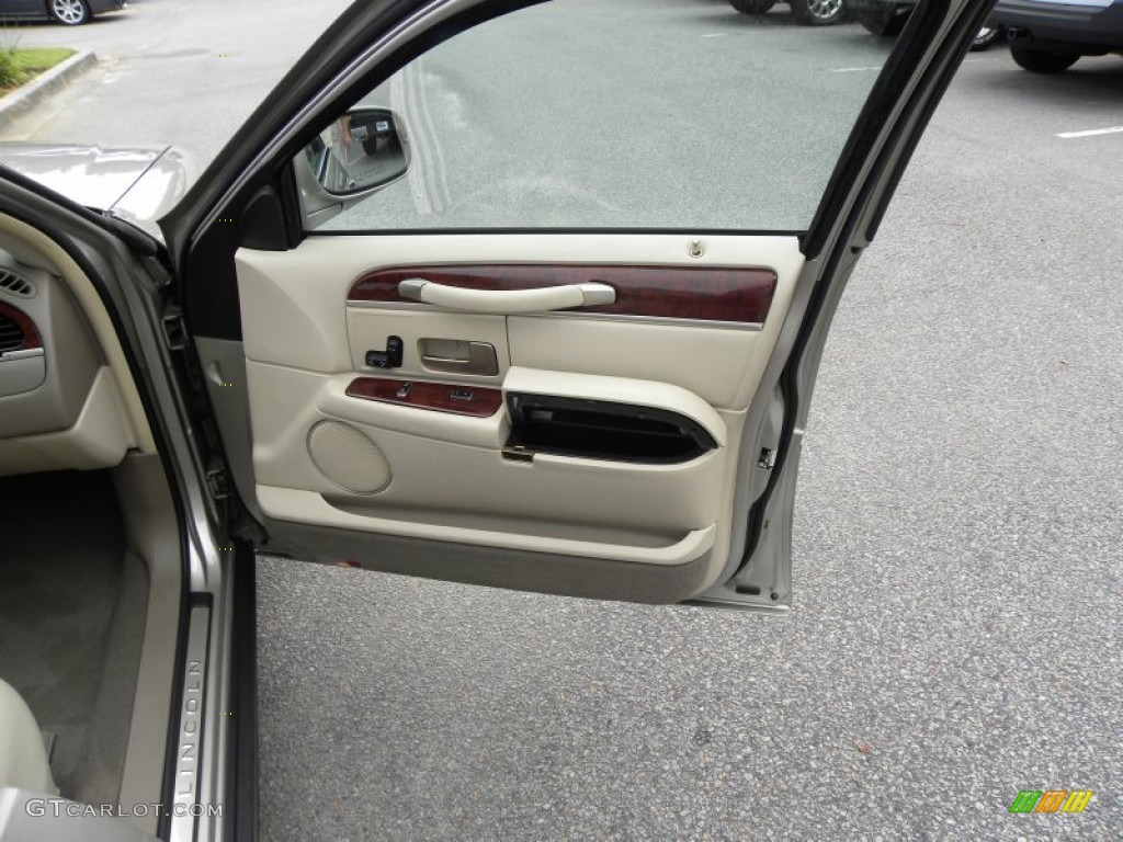 2003 lincoln town car executive medium dark parchment light parchment door panel photo 53830129. Black Bedroom Furniture Sets. Home Design Ideas