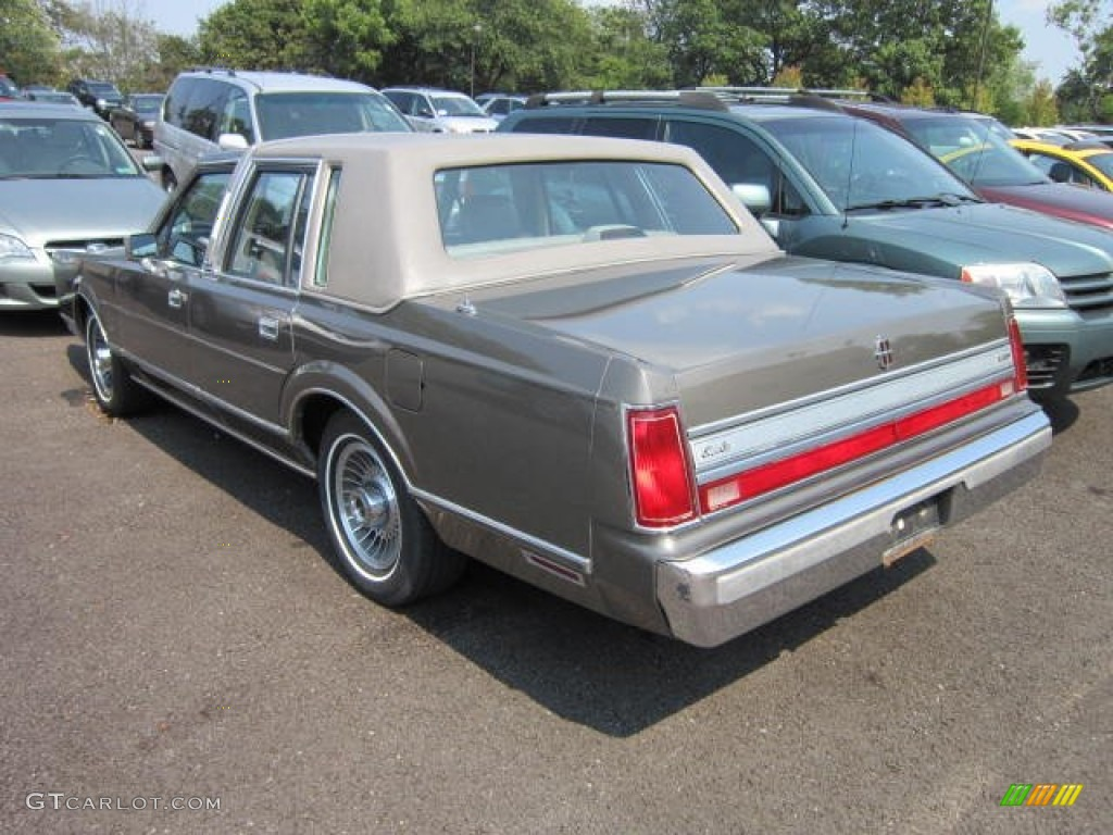 1988 light titanium pearl lincoln town car cartier 53915009 photo 2 car color. Black Bedroom Furniture Sets. Home Design Ideas