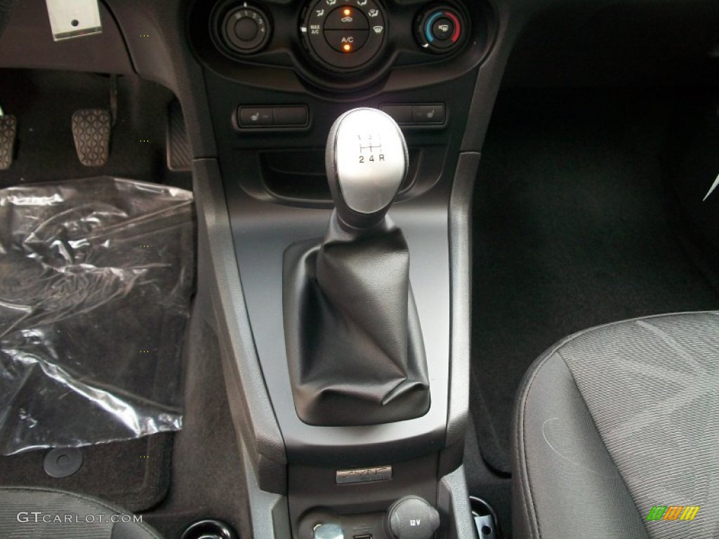 2012 ford fiesta se sedan 5 speed manual transmission photo 54002003. Black Bedroom Furniture Sets. Home Design Ideas