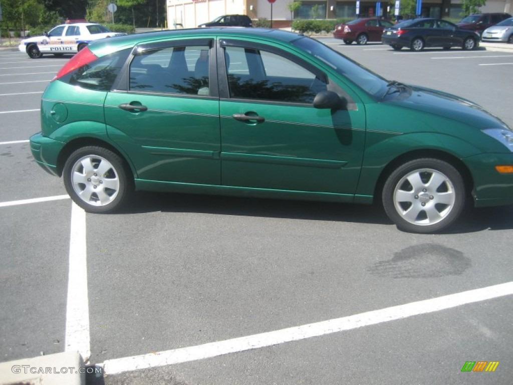 2002 focus zx5 hatchback grabber green metallic dark charcoal photo 8