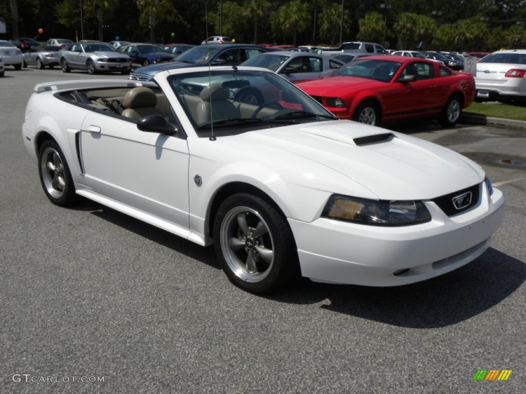 Oxford White 2004 Ford Mustang Gt Convertible Exterior Photo