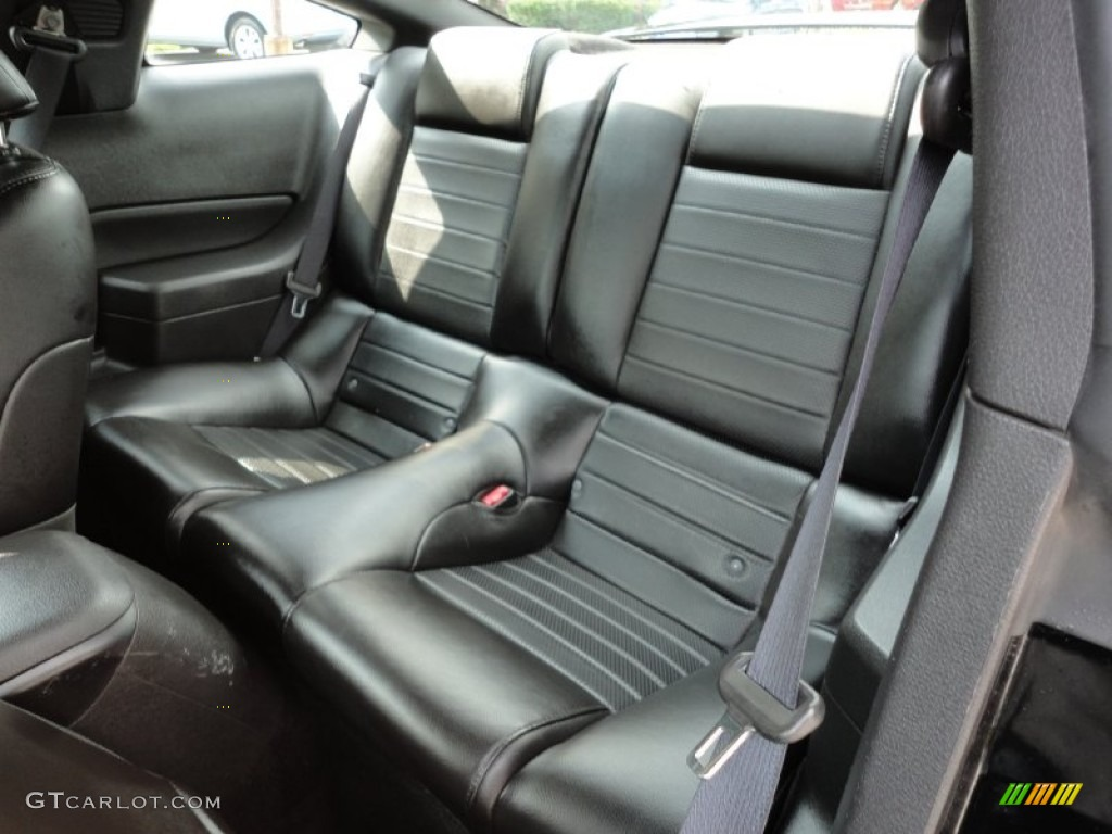 Dark Charcoal Interior 2006 Ford Mustang GT Premium Coupe Photo #54437685