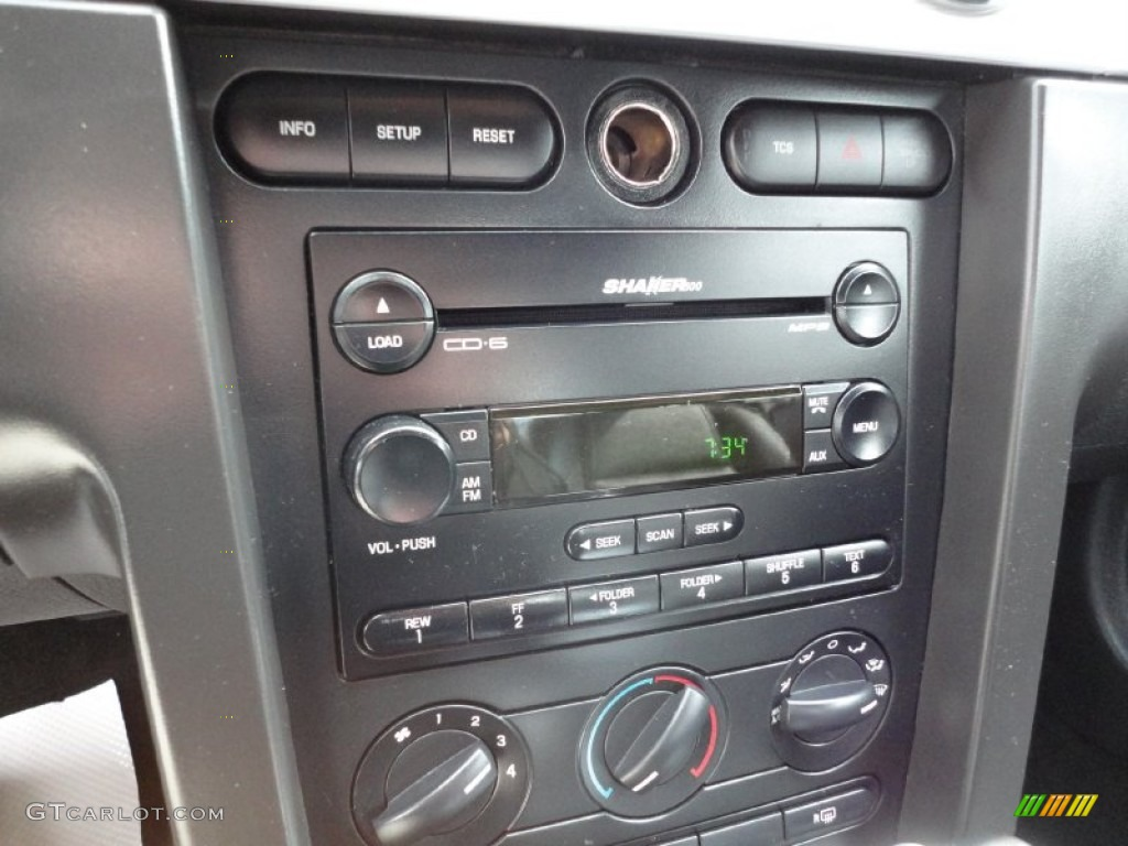 2006 Ford Mustang GT Premium Coupe Audio System Photo #54437703