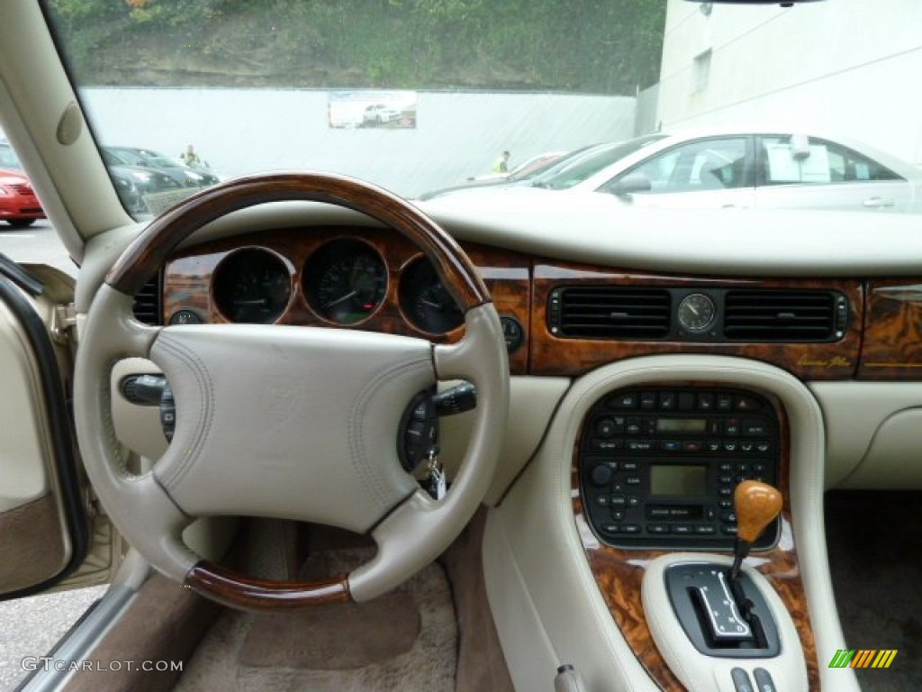 2000 Jaguar XJ Vanden Plas Oatmeal Dashboard Photo #54539551