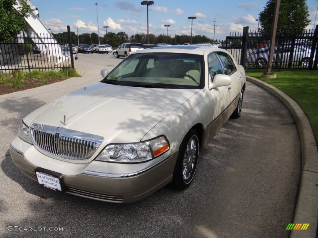 2006 Cashmere Tri Coat Lincoln Town Car Designer Series 54631144