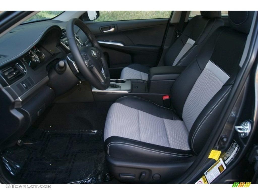 Black/Ash Interior 2012 Toyota Camry SE Photo #54674346 | GTCarLot.com
