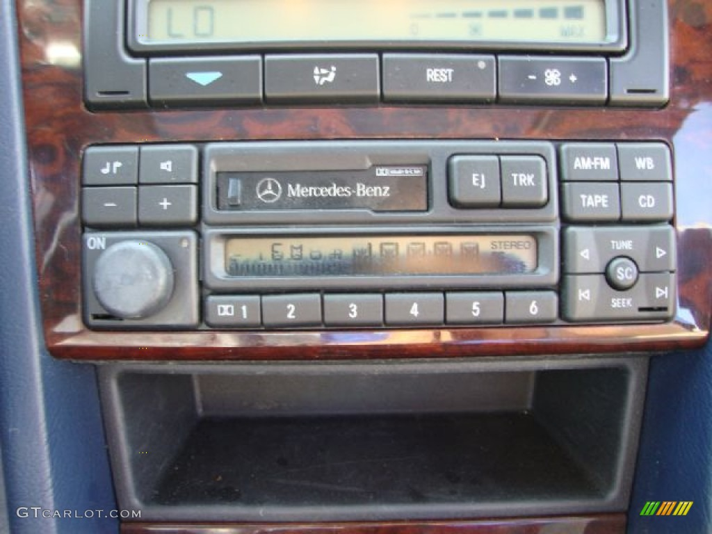1997 mercedes benz c 280 sedan audio system photo. Black Bedroom Furniture Sets. Home Design Ideas