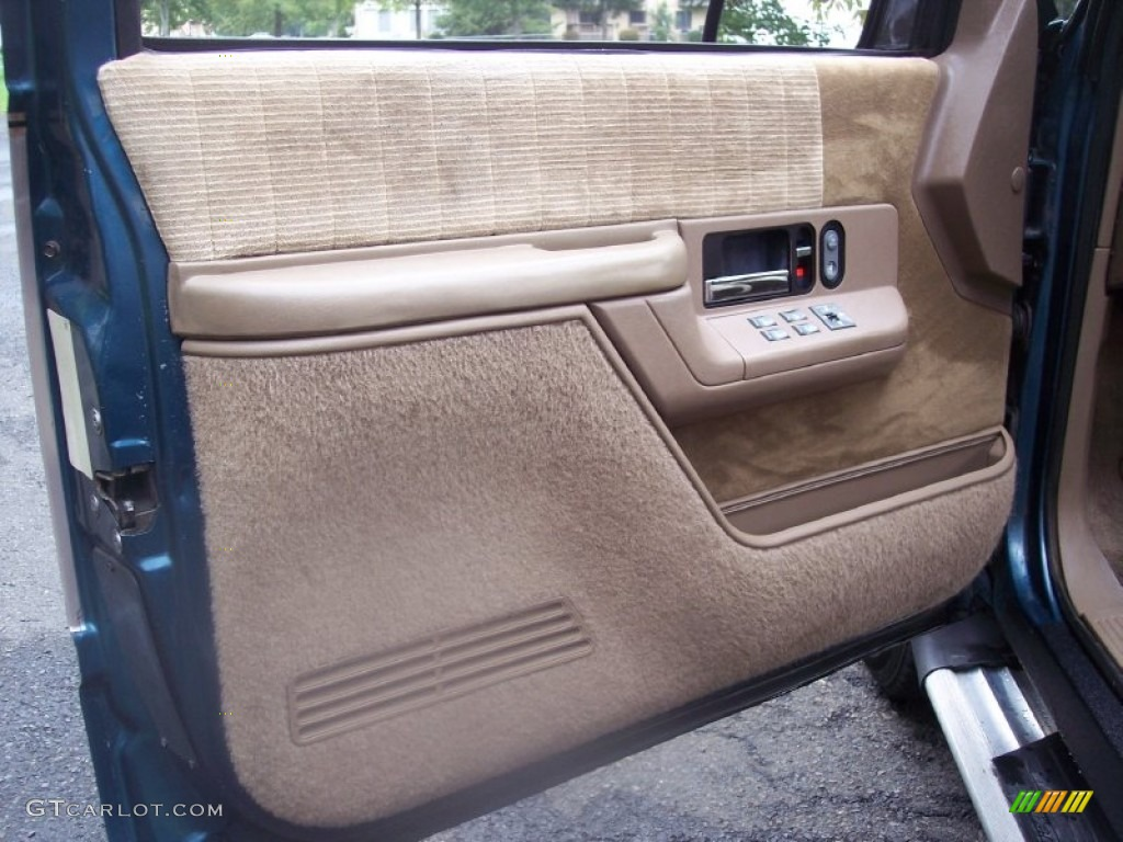 1993 Chevrolet Suburban K1500 4x4 Tan Door Panel