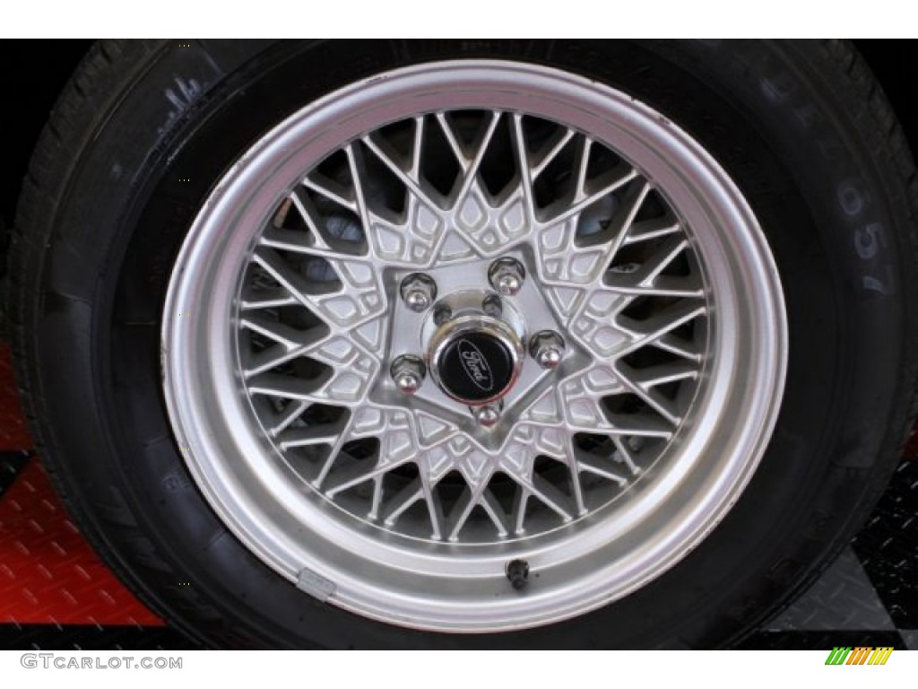 2000 Ford Crown Victoria LX Sedan Wheel Photo #54744543 ...