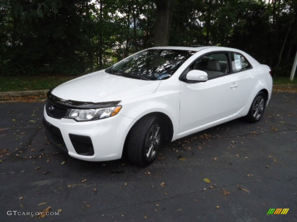 clear white 2010 kia forte koup ex exterior photo. Black Bedroom Furniture Sets. Home Design Ideas