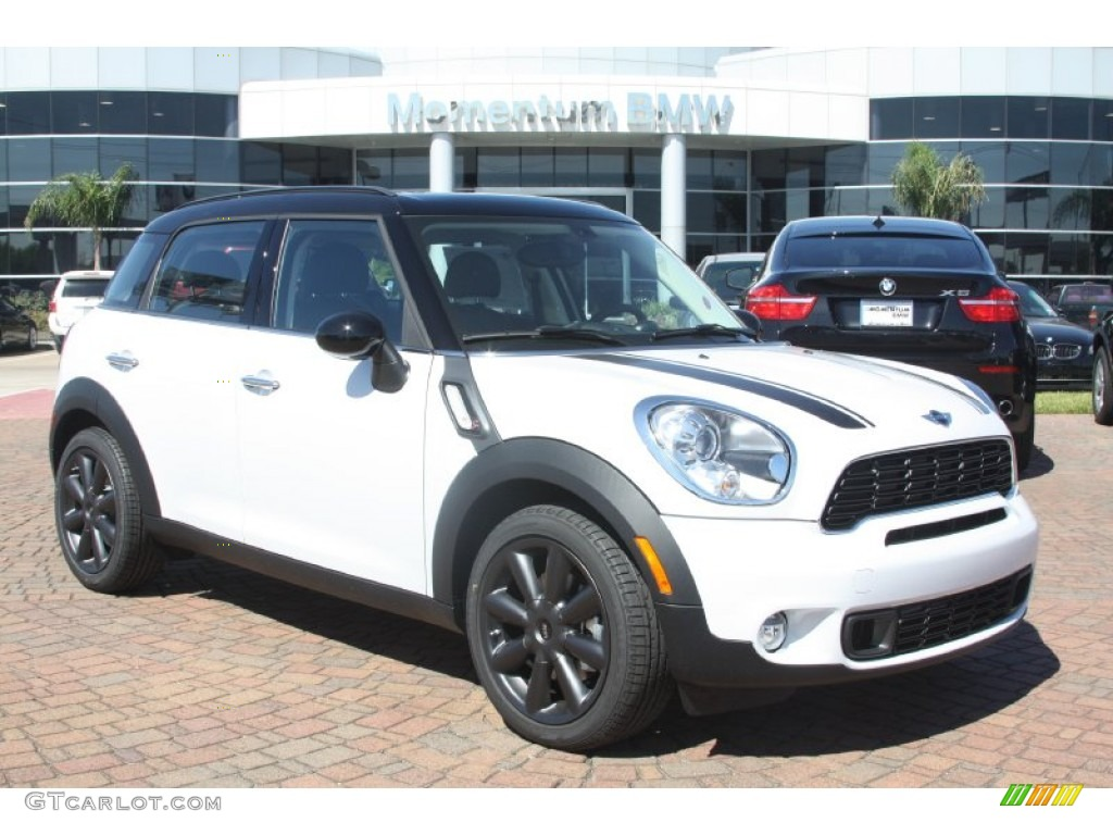 Light White Mini Cooper S Countryman