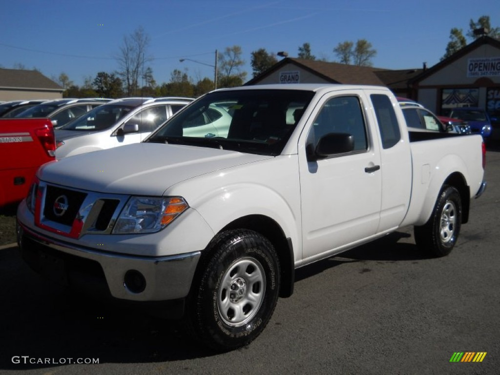 2009 avalanche white nissan frontier se king cab 55019470 avalanche white nissan frontier vanachro Gallery