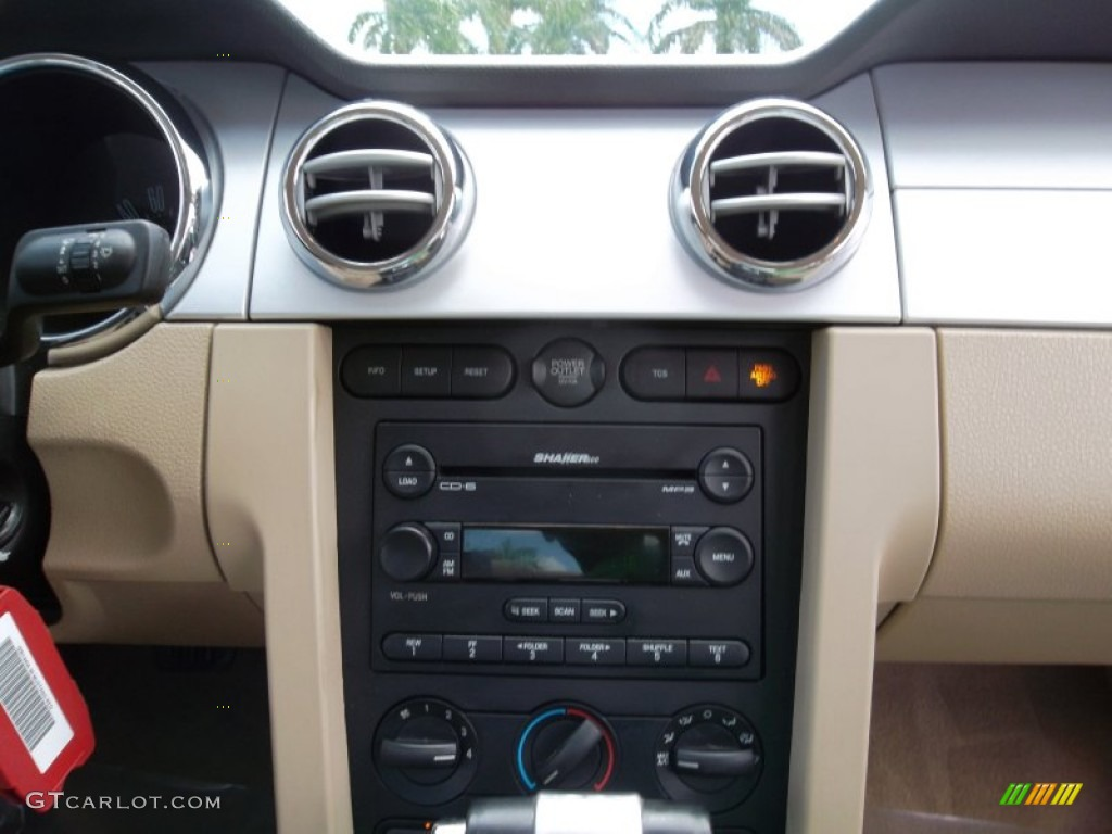 2006 Ford Mustang GT Premium Coupe Audio System Photo #55073893