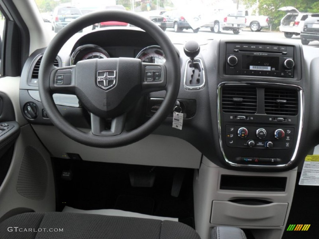2012 Dodge Grand Caravan SE Black/Light Graystone Dashboard Photo #55131860   GTCarLot.com