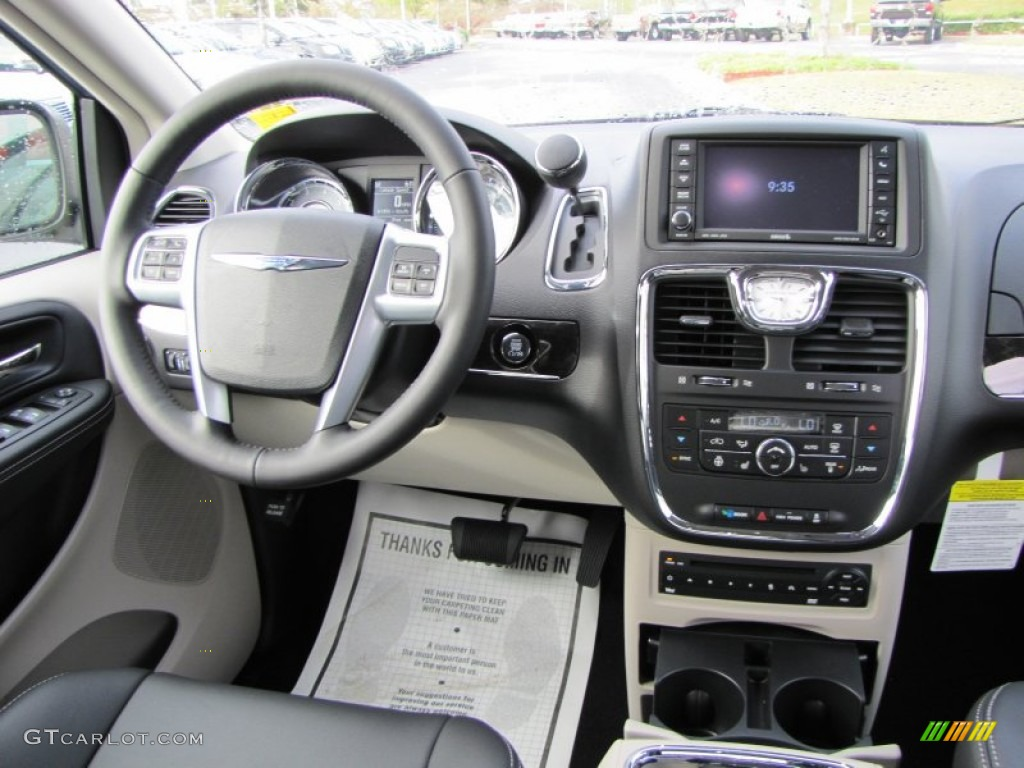 2012 Chrysler Town Country Touring L Black Light Graystone