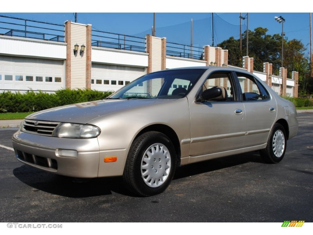 1997 Champagne Pearl Nissan Altima Gxe 55402303
