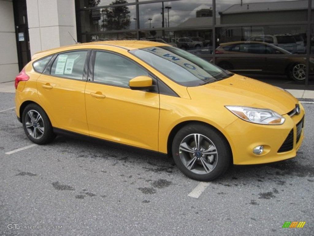 2012 Yellow Blaze Tricoat Metallic Ford Focus Se Sport 5 Door