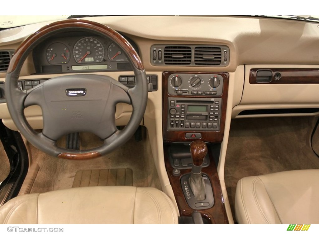 2004 Volvo C70 Low Pressure Turbo Dashboard Photos
