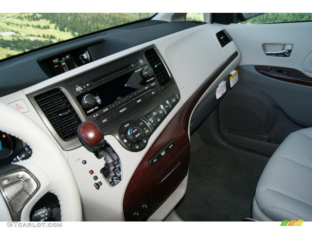 2012 Sienna XLE AWD - Silver Sky Metallic / Light Gray photo #6