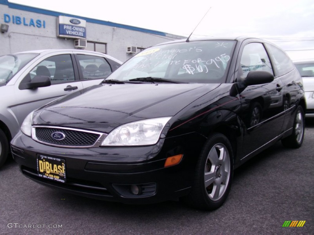 2005 Focus ZX3 SES Coupe - Pitch Black / Charcoal/Charcoal photo #2