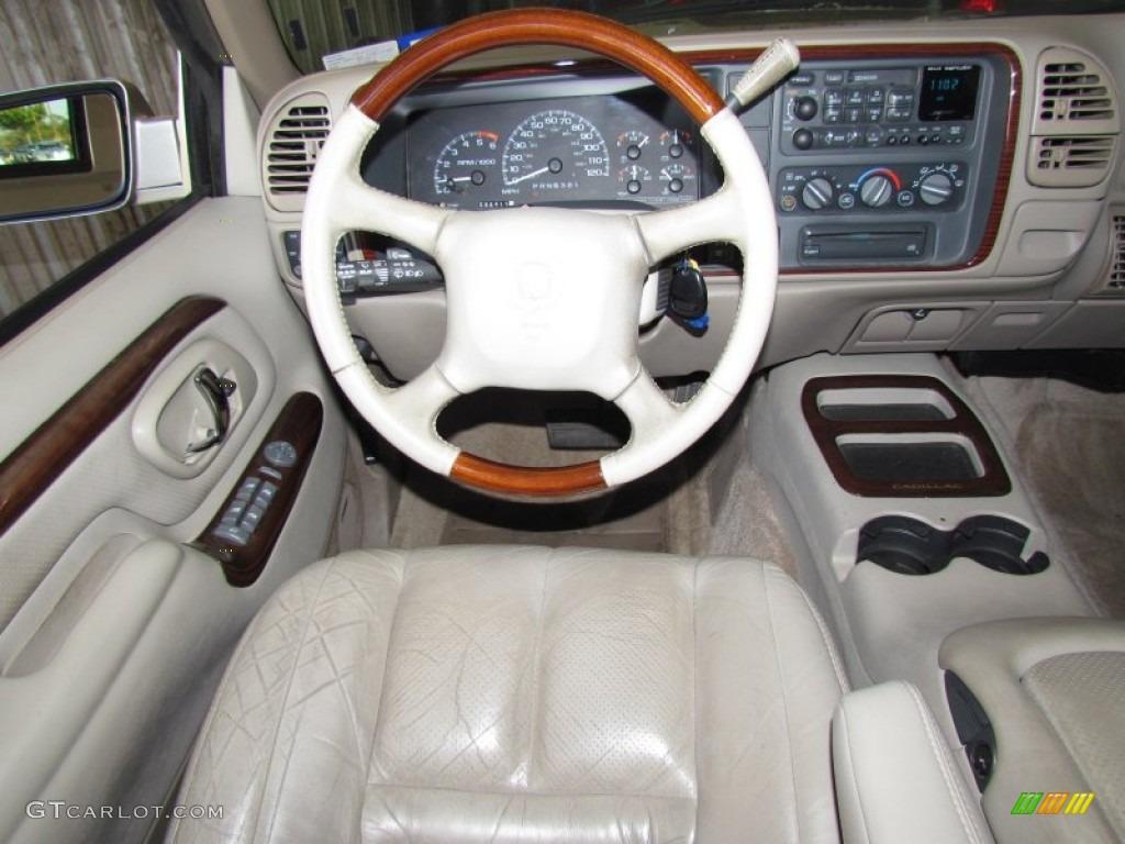 on 2003 Cadillac Escalade Interior