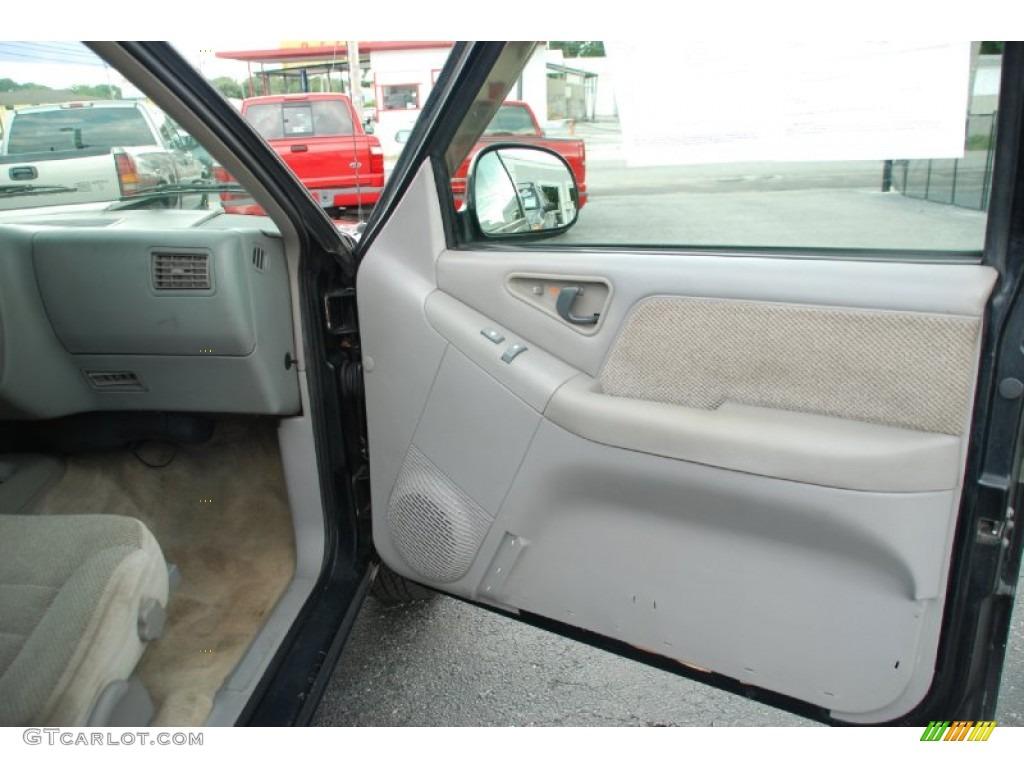 1995 chevrolet s10 ls extended cab gray door panel photo 55970349 for Chevy s10 interior door panels