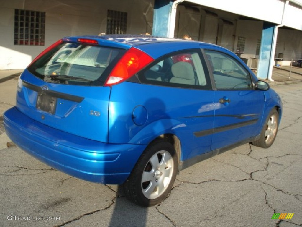 Malibu blue metallic 2001 ford focus zx3 coupe exterior photo 56086409
