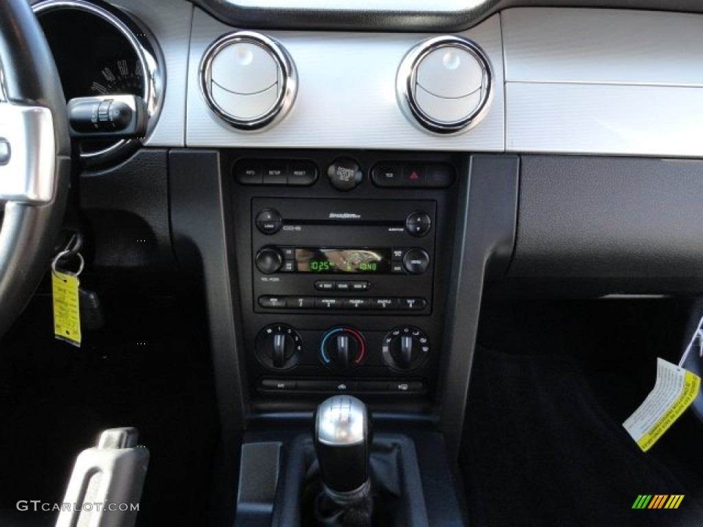 2006 Ford Mustang GT Premium Coupe Audio System Photo #56210033