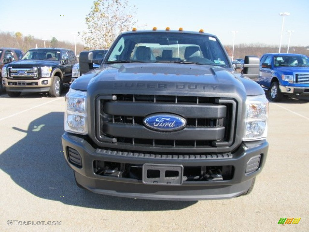 2012 ford f250 super duty xl supercab 4x4 xl front grill photo 56259911. Black Bedroom Furniture Sets. Home Design Ideas