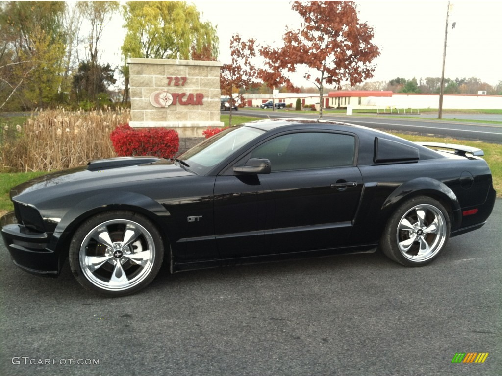 2005 black ford mustang gt deluxe coupe 56348695. Black Bedroom Furniture Sets. Home Design Ideas